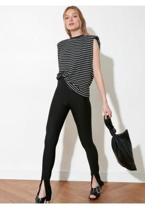 TRENDYOLMİLLA Basic Knitted T-Shirt..
