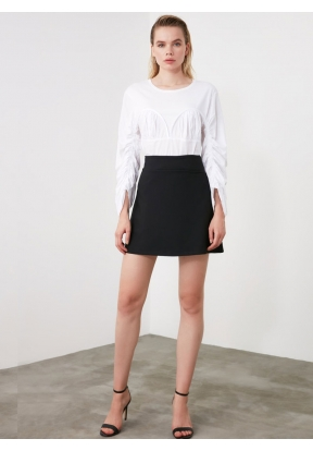 TRENDYOLMİLLA Black Straight Skirt ..
