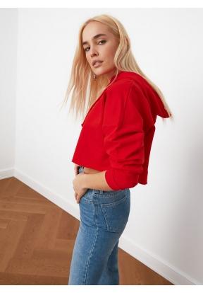 TRENDYOLMİLLA Red Hooded Crop Knitt..