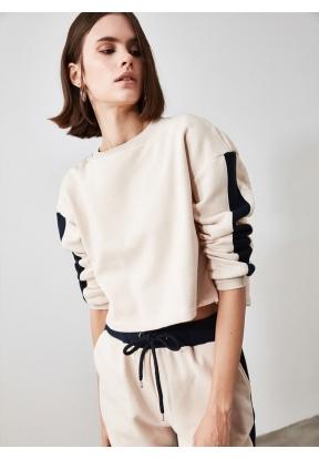 TRENDYOLMİLLA Beige Knitted Sweatsh..