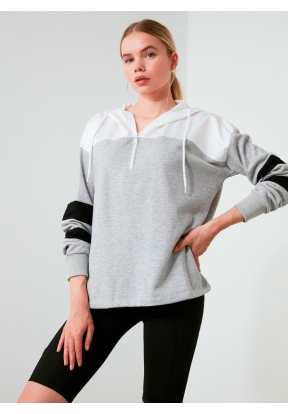 TRENDYOLMİLLA White & Grey Sleeve S..