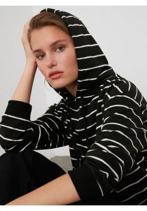 TRENDYOLMİLLA Black Striped Basic K..